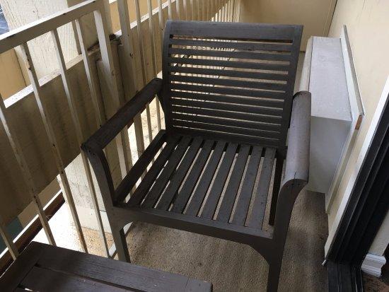 Los Gatos, CA: Tiny balcony. No room for chair.