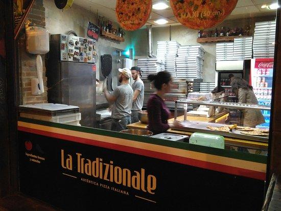 Restaurante la tradizionale en sevilla con cocina pasta y for Servicio tecnico jane sevilla calle feria