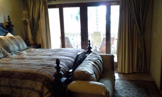 Ocean Lodge: Bedroom w balcony