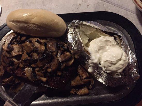 Forest Lake, Μινεσότα: Steak, based potato & bread