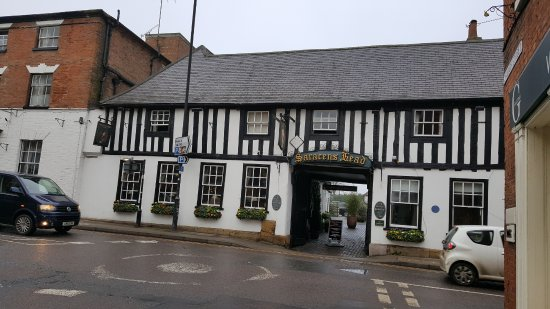Southwell, UK: Front view of the oldest part of the hotel