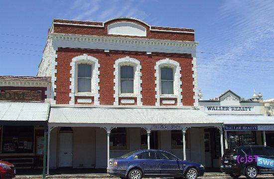 Maldon, Australia: old art deco building