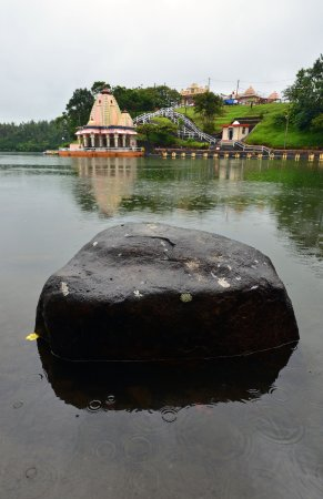 Ganga Talao - Grand Bassin: View of the lake and temple