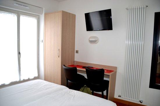 Hotel Darcet: Modern, bright room