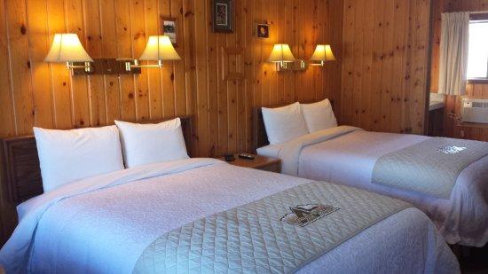 Alpine Lodge: 2 Queen Beds