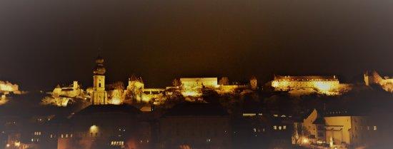 """Burghausen, Almanya: Die """"weltlängste"""" Burg bei Nacht...."""
