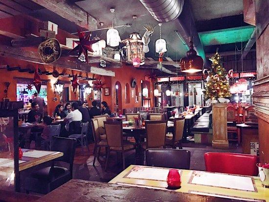 Almere, The Netherlands: Зал ресторана