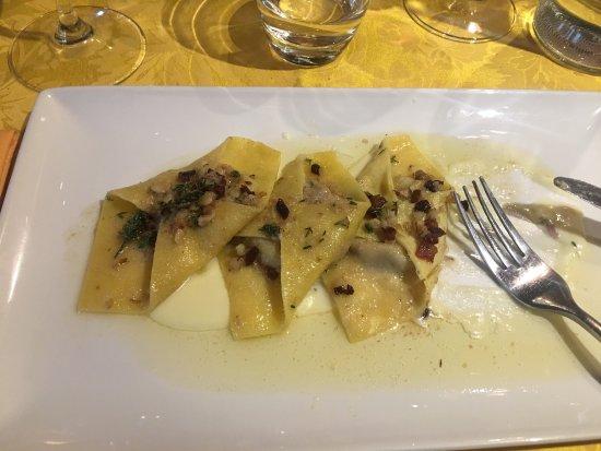 Abano Terme, Italien: Maltagliati con funghi ricotta aff e Pancetta croccante, e cappellacci al radicchio con pancetta