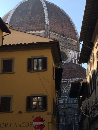 Palazzo Niccolini al Duomo: View of Duomo from hotel courtyard