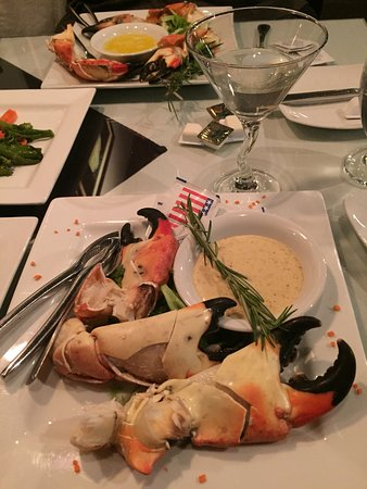 The Cafe an American Bistro : Stone Crabs