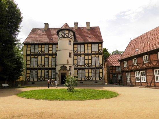 Salzwedel, Niemcy: Mitte Museum, rechts Elternhaus J. v. Westphalen