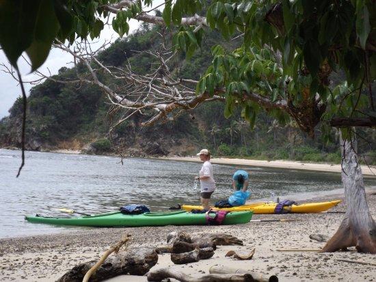 Bentenan, إندونيسيا: Bentenan island - great place for sea kayaking in North Sulawesi.