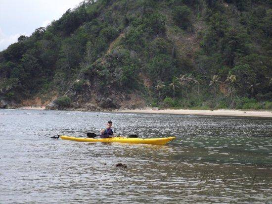 Bentenan, إندونيسيا: Sandy beaches to explore on Bentenan island. 