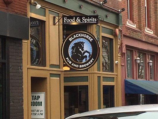 Clarksville, TN: Great place for a beer and a bite to eat but be prepared to wait for a table....