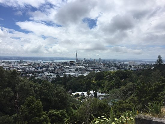 Mount Eden: Worth going to, one of the few free thing you can do in Auckland