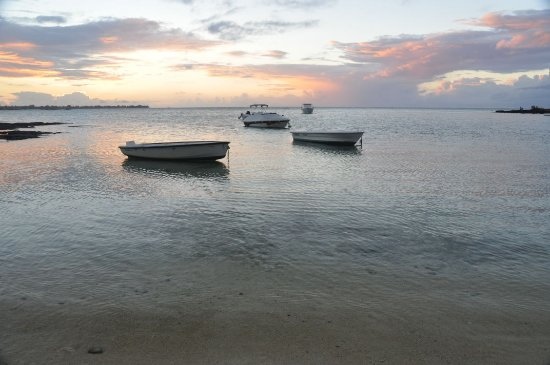 Pereybere Beach: View from the beach near sunset