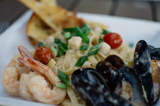 Langley City, Canada: Seafood Fettuccine