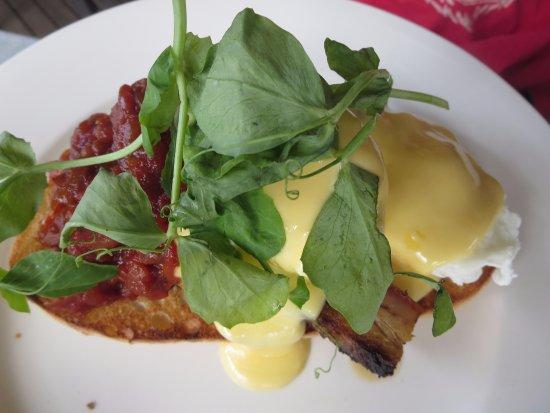 Port Elliot, Australia: Eggs benedict