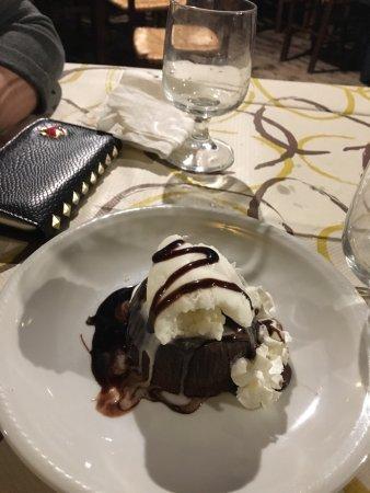 Canicatti, Italia: Tortino cuore caldo con gelato alla vaniglia