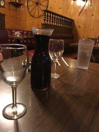 Bellflower, Californië: Moor red wine