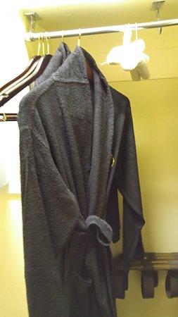 Benson Hotel: bath robes