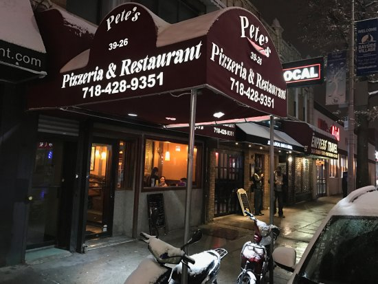 Bayside, Nowy Jork: Pete's pizzeria and restaurant