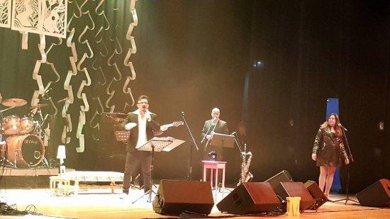 Jacarei, SP: Fui ao teatro conhecer a beleza do lugar e vi o show musical proporcionado pelo meu sobrinho Mar