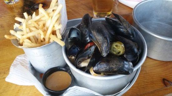Bedford, Nueva Hampshire: Steam mussels