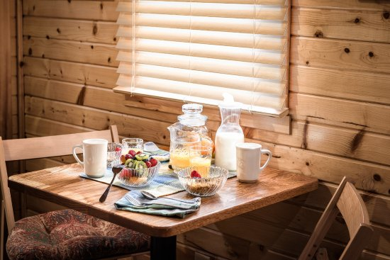 Westby, วิสคอนซิน: Continental Breakfast provided in Guest Lodge Rooms