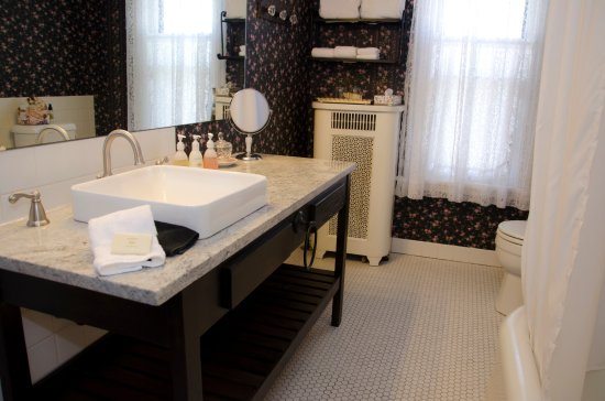 Westby House Inn: Westby Room Bath