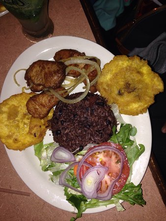 Kennesaw, GA: Delicious meals, at an authentic Cuban restaurant. Servers were great, place is amazing!