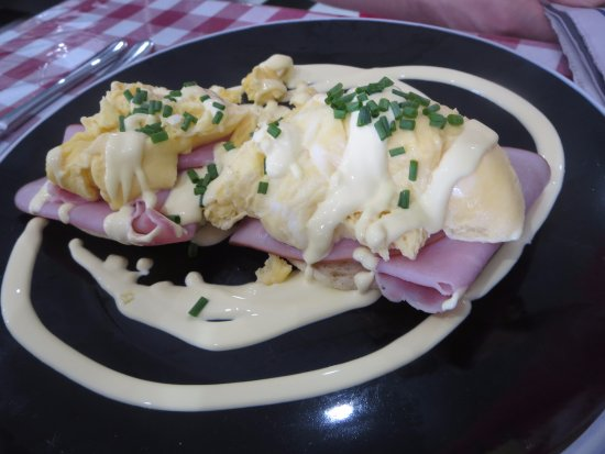Normanville, Australia: The Roosevelt (with scrambled eggs)
