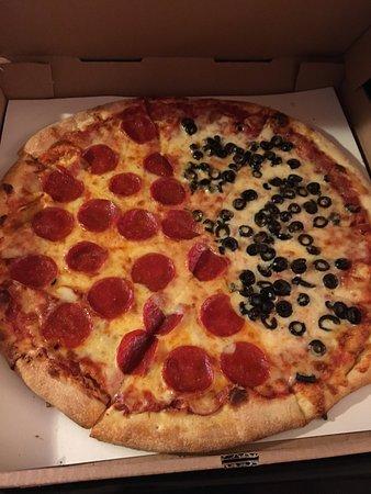 Hudsonville, MI : Sara's Pizza