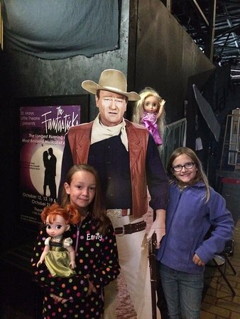St. Marys, GA: John Wayne doesn't seem too impressed with our rugrats. lol!