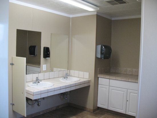 West Sacramento, CA: Interior of Sink / Vanity area - No hooks  / Shelves for your stuff