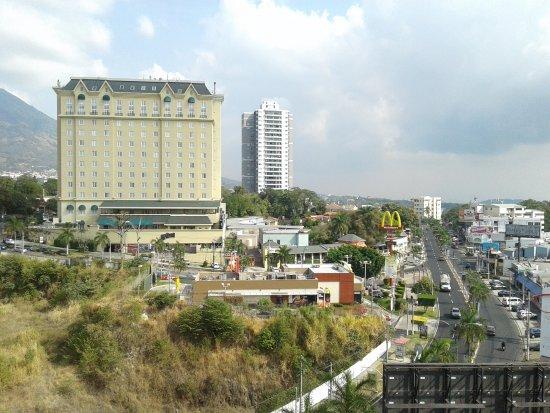Clarion Suites Las Palmas. : buena vista a la arquitectura de la zona hotelera