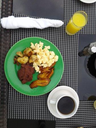 Clarion Suites Las Palmas. : Desayuno buffet a orilla de la playa en la terraza