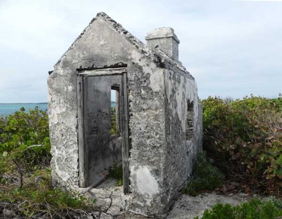 Isla de Gran Ábaco: the old cookhouse beside the lighthouse keepers quarters at Little Harbour