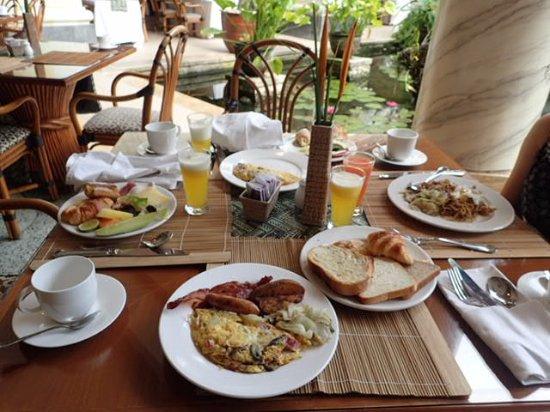 Nusa Dua Beach Hotel & Spa: 朝食ブッフェ