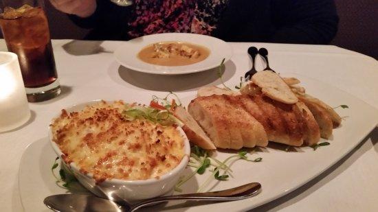 Chesapeake City, Μέριλαντ: Crab Au-Gratin Dip & Shrimp Bisque