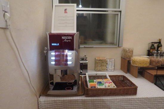 Hotel Il Poeta Dante: Café sempre à disposição