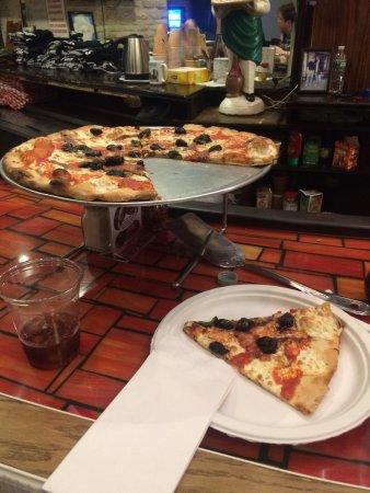Grimaldi's Pizzeria: photo0.jpg