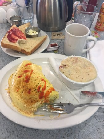 Carmel, IN: Creole omelette with bacon grits