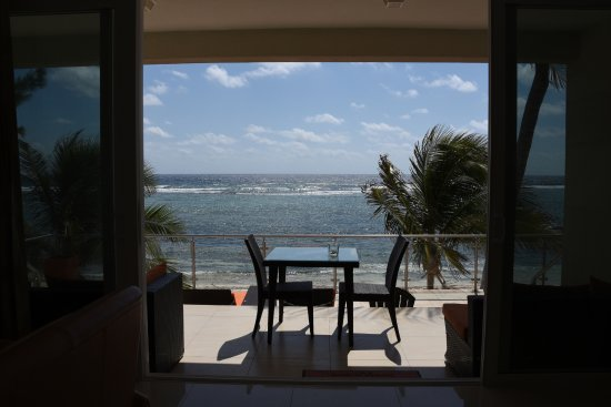 Bodden Town, Grand Cayman: Our view of the beach from inside the condo
