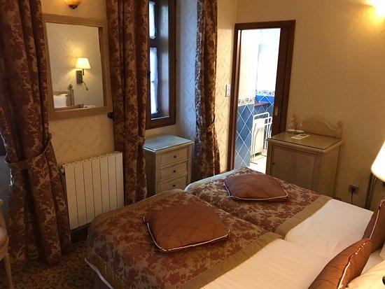 Auberge Saint-Pierre: great room