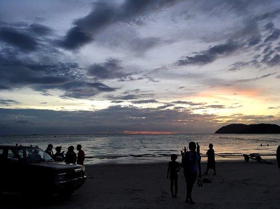 Пантай-Сенанг, Малайзия: これは日暮れの写真です。