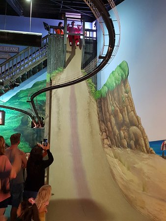 Cowes, Australië: steep fall slide
