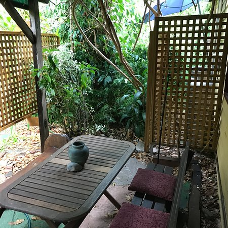 Nannup, Australia: Little alcove outside front door to sit and have coffee listening to birds.