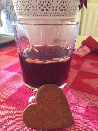Toorak, ออสเตรเลีย: Mulled Wine (glögg ) with pepparkakor biscuit