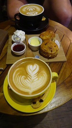 Kota Kinabalu District, Malasia: Coffee & Scones